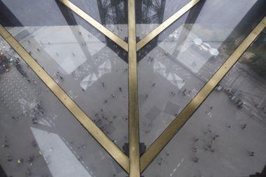 Le plancher de verre de la Tour Eiffel